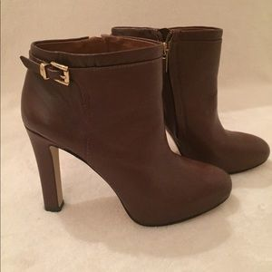 Like new Banana Republic size 7.5 ankle booties